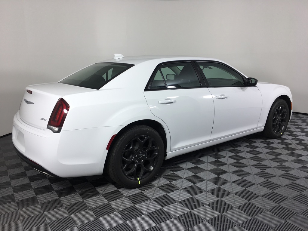 White Chrysler 300 >> New 2019 Chrysler 300 Touring Awd