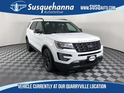 Pre-Owned 2017 Ford Explorer XLT With Navigation & 4WD