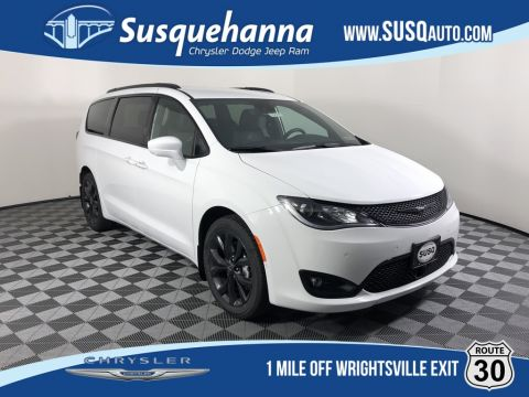 New 2020 CHRYSLER Pacifica Touring L Plus With Navigation